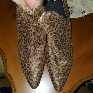 11W Animal print ankle boots